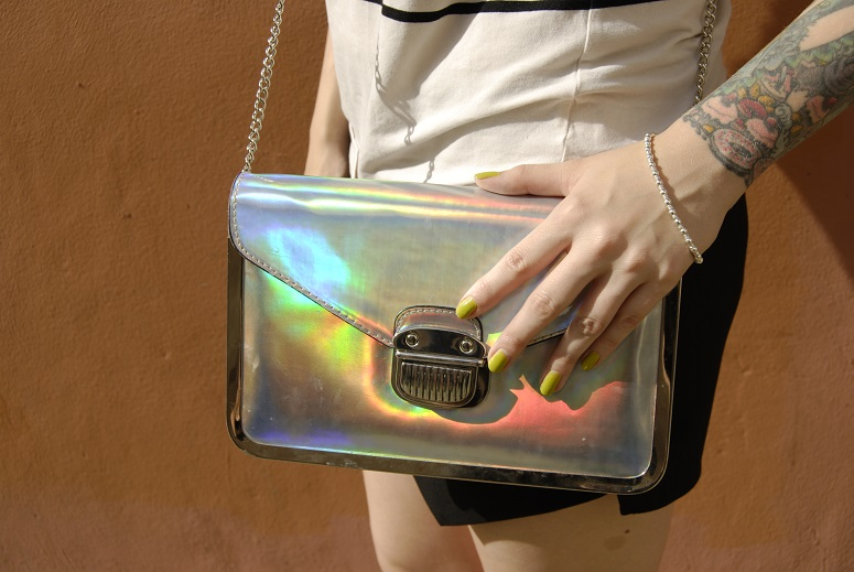 holographic bag,green nails