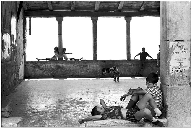 Remembering the Henri Cartier-Bresson retrospective Exhibition at the    Henri Cartier Bresson Puddle