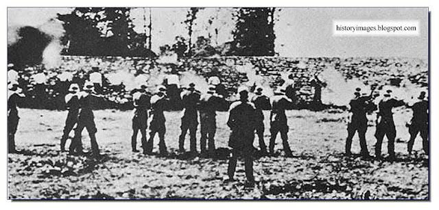 Einsatzgruppen D working  Nazi exterminators