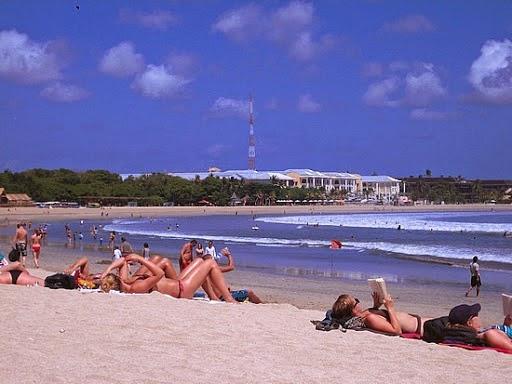 http://vilvatica.blogspot.com/2013/02/kuta-beach.html