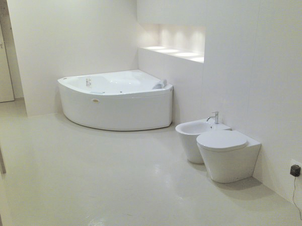 Seaseight design blog reader request minimal style bathroom - Resina pavimento bagno ...