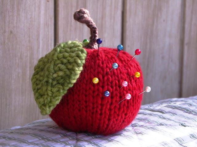 игольница, яблоко