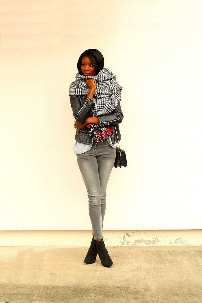 La grosse echarpe styles by assitan blog mode french style blogger - Grosse echarpe plaid ...