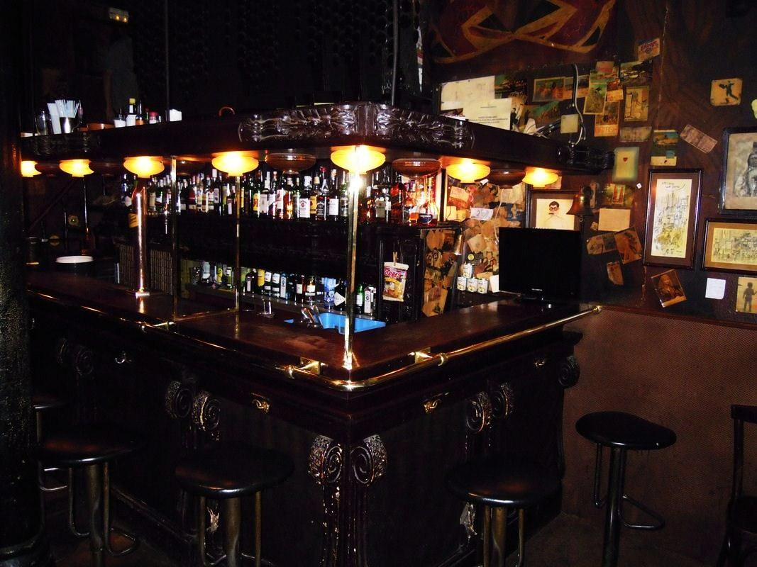 Bar les gens que j aime barcelona copas rom nticas en - Decoracion de bares de copas ...