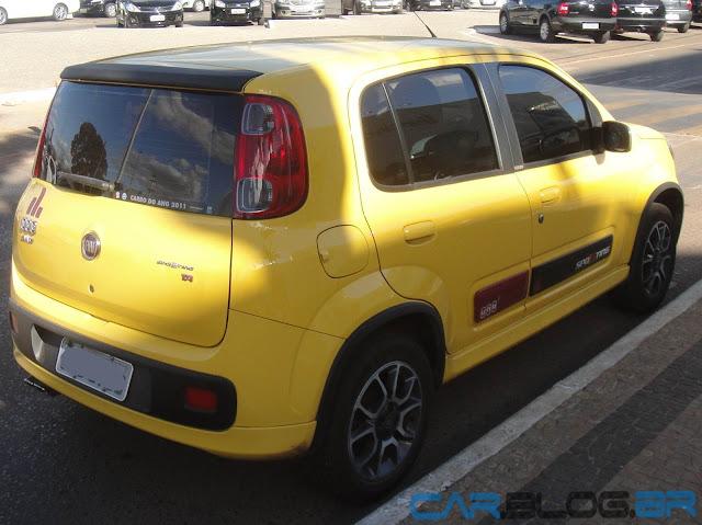 Fiat Uno Sporting 2013 - amarelo
