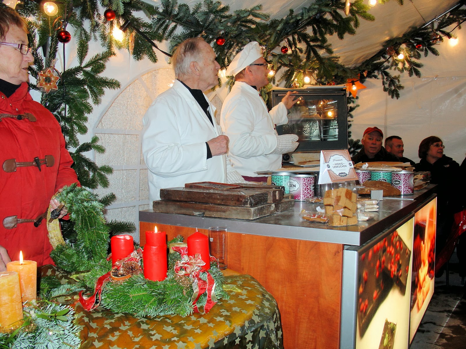 Gingerbread and Advent wreath-making demonstration inside a cozy little tent in Passau.