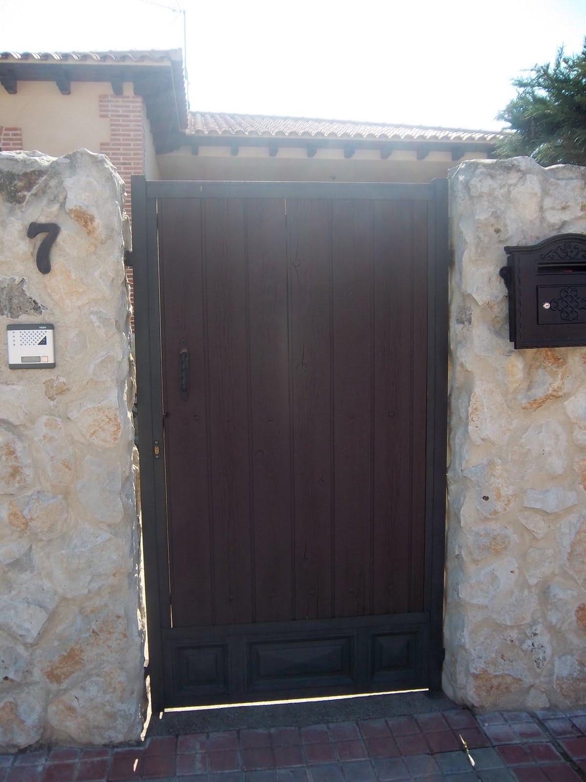 Norbel carpinteria met lica y acero inoxidable trasera y for Puertas de hierro y madera