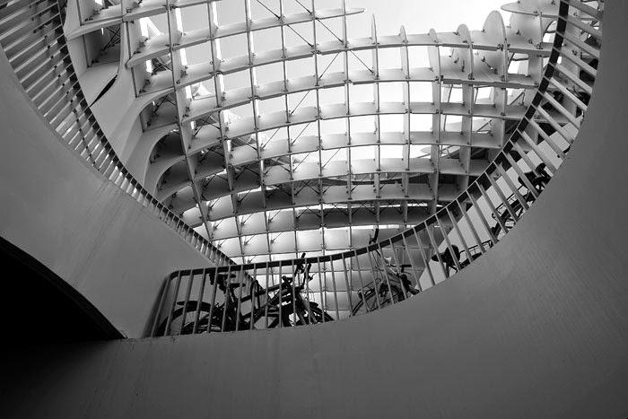 """Metropol Parasol, esto solo ocurre en Sevilla. Estructura inservible para una plaza privada o como la izquierda """"progresista"""" entiende lo público."""