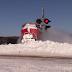Tren abriéndose paso por toneladas de nieve en Canadá