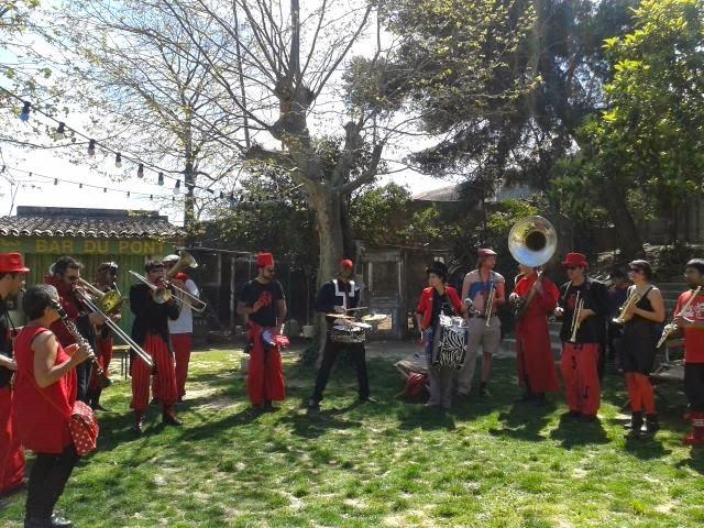 La fanfare Tahar Tag'l en concert gratuit au Disco Soupe et troc de plantes à Marseille à la gare franche le Samedi 11 Avril 2015 !