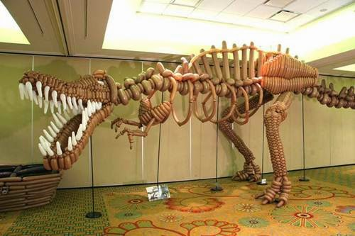 I-Still-Can't-Believe-this-Dinosaur-is-Made-from-Balloons.-Just-Amazing!
