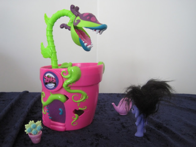 The Zelfs Venus Flytrap Spin Salon... perfect for Little Shop of Horrors parodies. XD