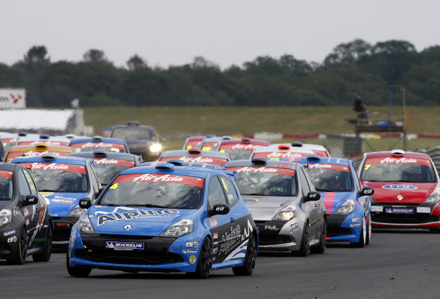 Renault Clio Cup Racers Take On Snetterton