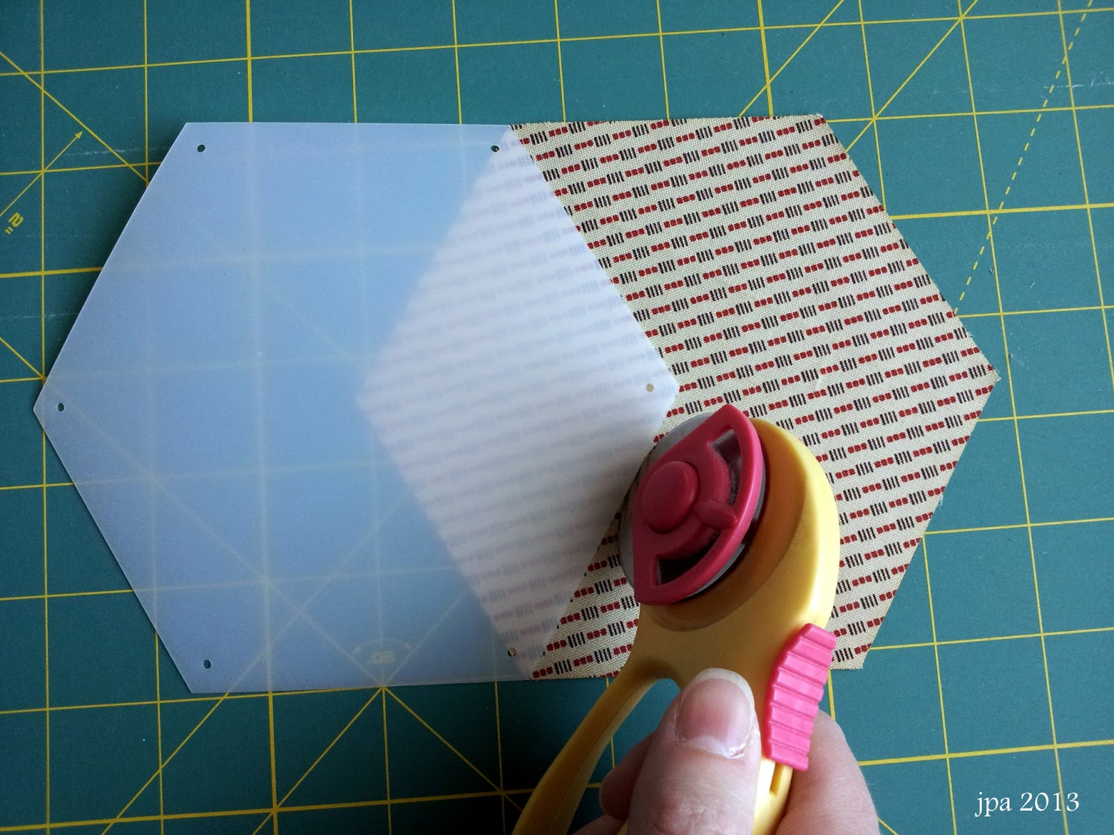 English paper piecing modafabrics how to use honeycombs for english paper piecing pronofoot35fo Images