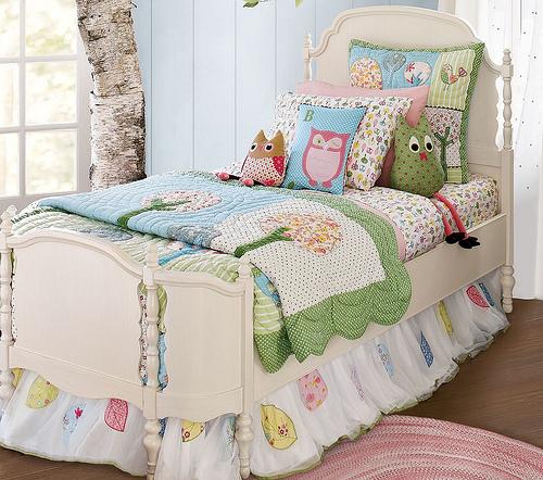 colcha e almofadas de coruja em patchwork