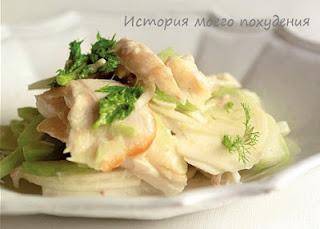 Морской окунь с салатом из огурцов