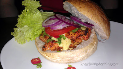 JoBurger-Zondi-Harrisa-Spiced-Chicken-Burger