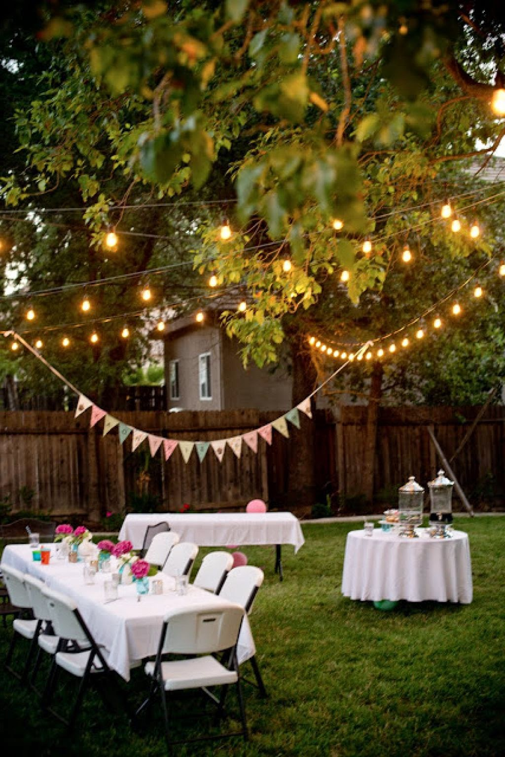 Enjoy a year-end party in the backyard