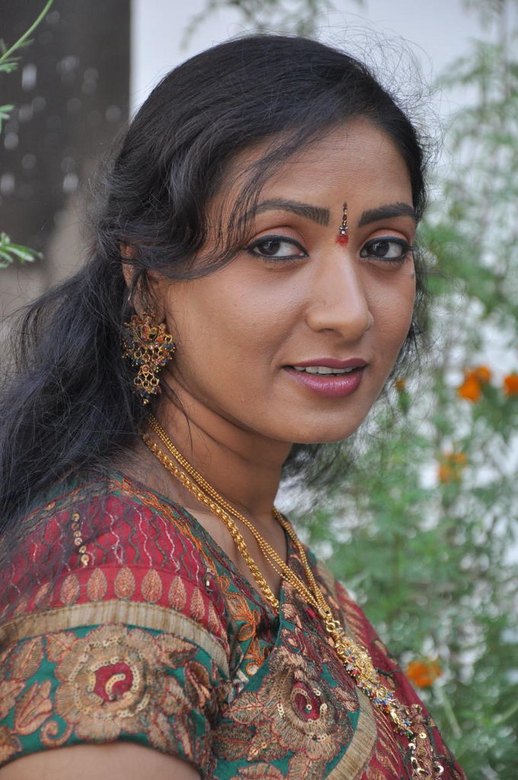 Telugumovieclub Aamani Latest Gallery
