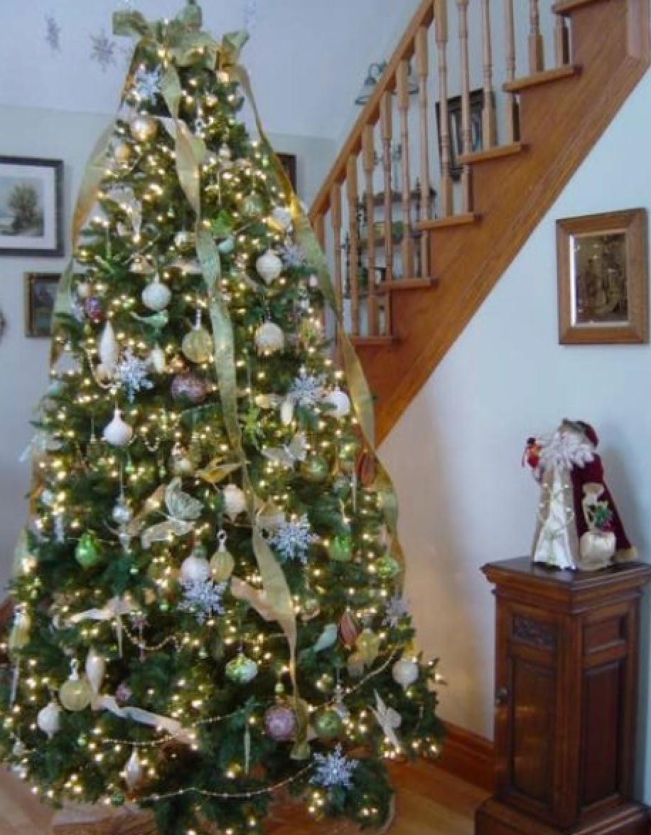 Antique hunter christmas tree decorating with vintage for Antique christmas tree decoration