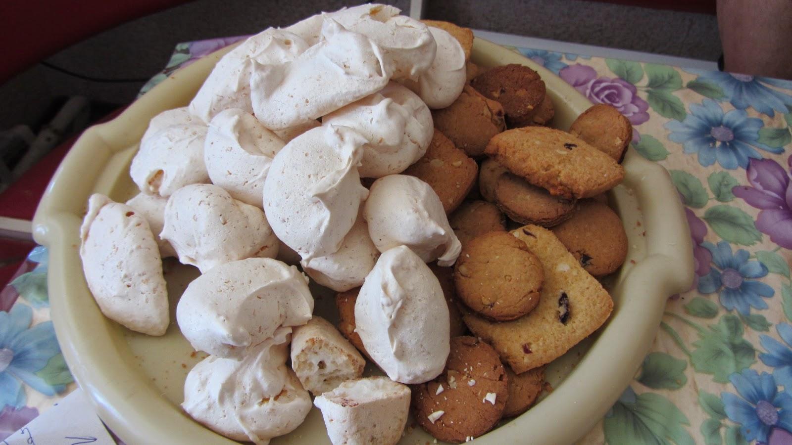 безе и печенье с арахисом