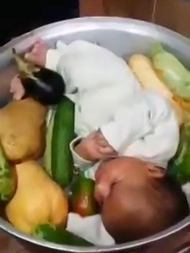 Lawak Bodoh Cuba Rebus Bayi Sebagai Makan Malam