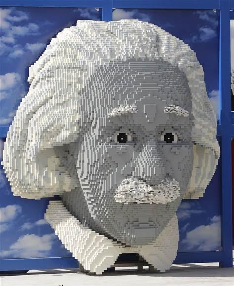 Kreatif - Arca Kepala Besar Albert Einstein Daripada Lego