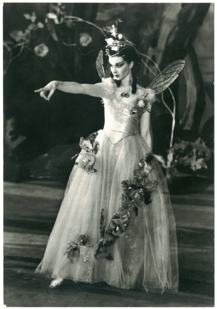 gods and foolish grandeur vivien leigh as titania in a midsummer vivien leigh as titania in a midsummer night s dream the old vic 1937