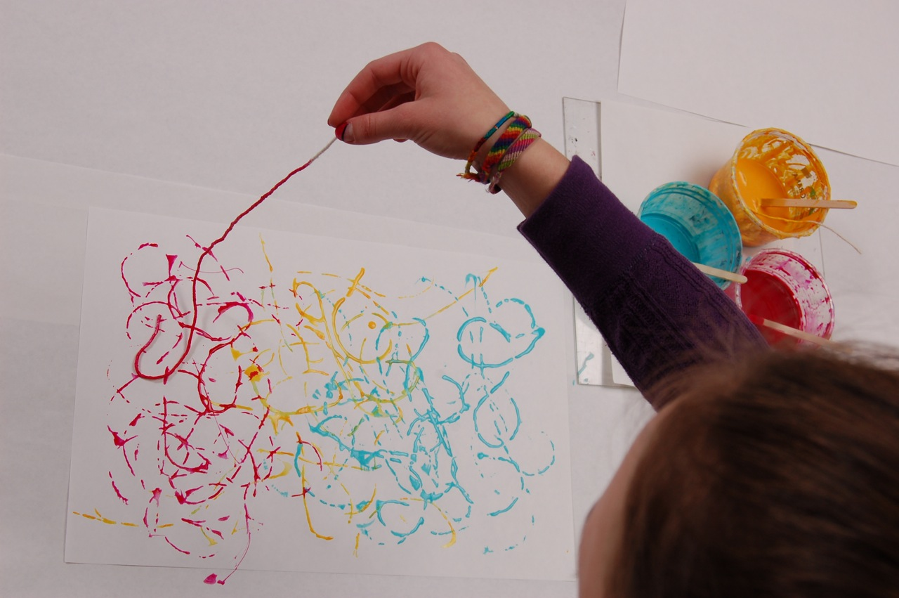 hand to art make it mondays string painting