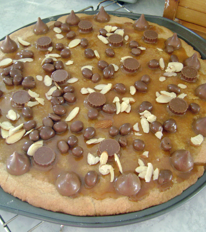 Jo and Sue: Peanut Butter Cookie Pizza