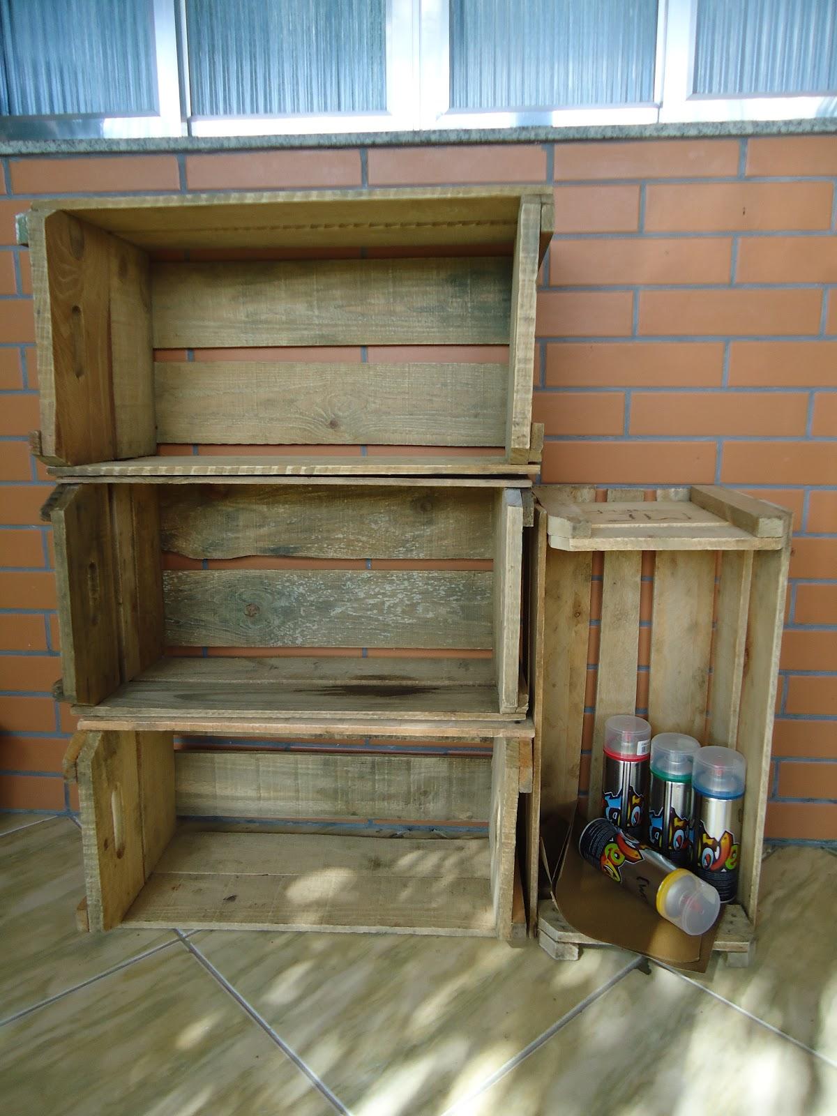 DIY :Fazendo uma estante de caixotes de feira #356E96 1200x1600