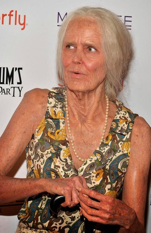 Heidi Klum se disfraza de una persona de 80 años para las fiestas halloween 2013