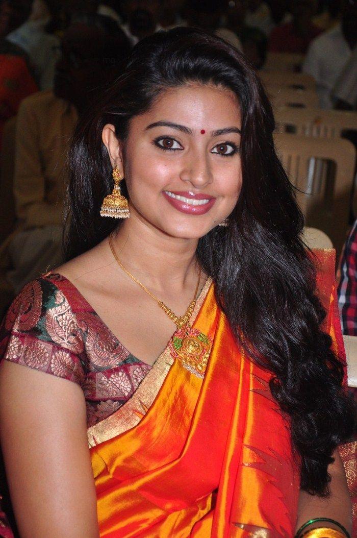 http://3.bp.blogspot.com/-H-LIrvjxo_Y/ThA39U8zLfI/AAAAAAAAbwg/DUQnOXrYr3k/s1600/tamil+actress+sneha+saree+stills+3.jpg