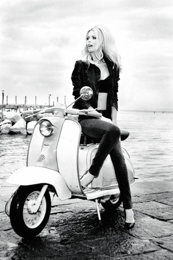 Claudia Schiffer, famosa em moto, gostosa em moto, Mulher semi nua em moto, Famous on bike, woman motorcycle, babes on bike, woman on bike, sexy on bike, sexy on motorcycle, ragazza in moto, donna calda in moto, femme chaude sur la moto, mujer caliente en motocicleta, chica en moto, heiße Frau auf dem Motorrad