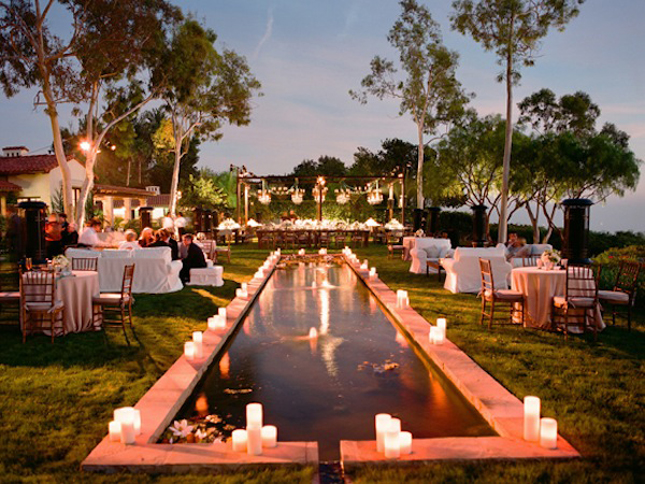 Gorgeous pool decorations for weddings belle the magazine for Backyard engagement party decoration ideas