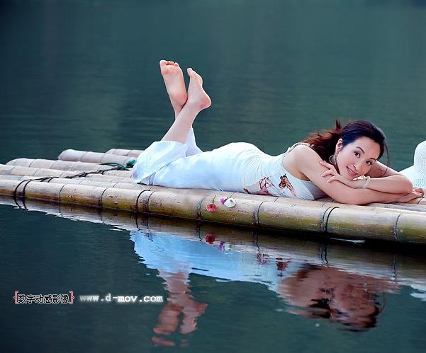 美好的旋律代表你 (měi hǎo dí xuán lǜ dài biǎo nǐ),- Beautiful melody represent you, 动人的歌词代表我 (dòng rén dí gē cí dài biǎo wǒ),- Moving lyrics represent me,
