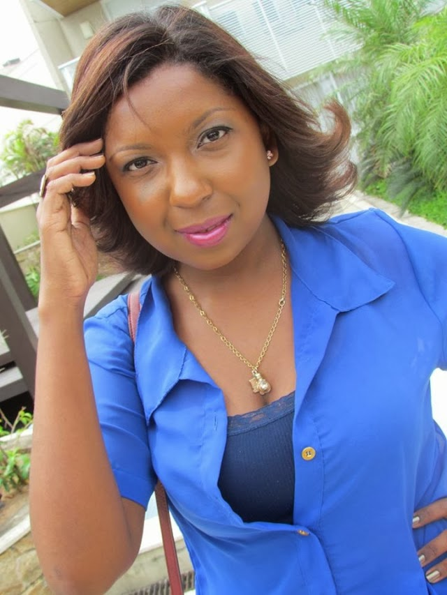 /look-do-dia-blusa-azul-chifon-skitrt-short-saia-estampa-geometrica-+etnica-bolsa-vermelha-5