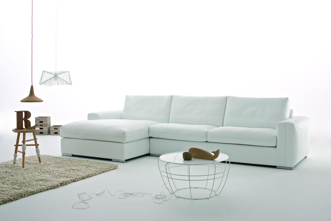 Novit 2013 nuovo divano in pelle charles tino mariani - Rivestire divano in pelle ...