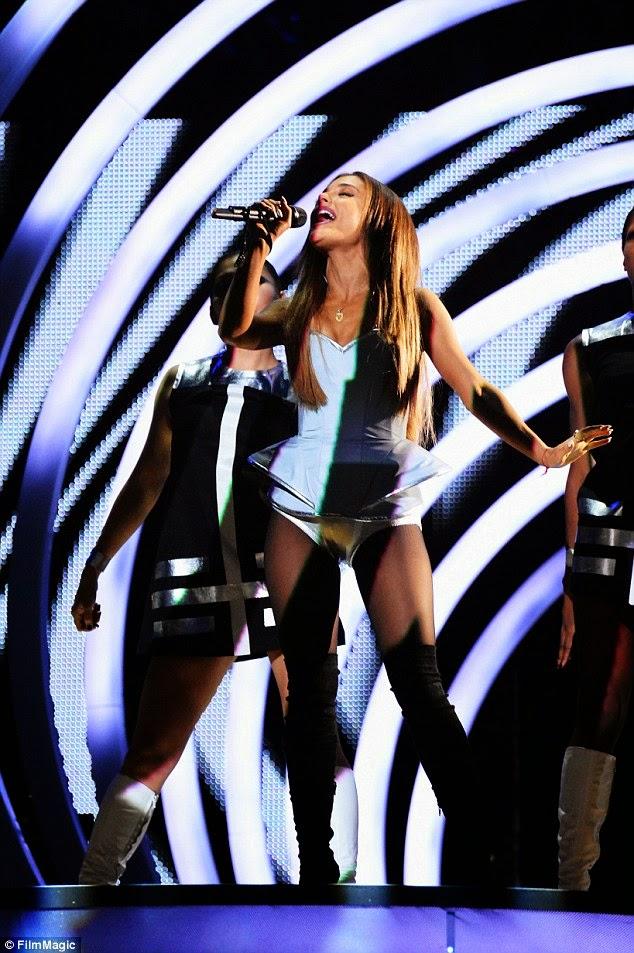 أريانا غراندي تشعل المسرح في  حفل MTV EMAs 2014