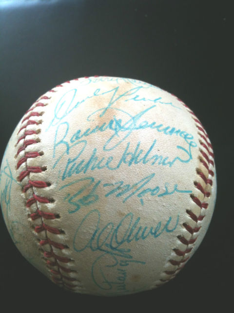 1976 baseball signed by all Pirates including Bob Moose