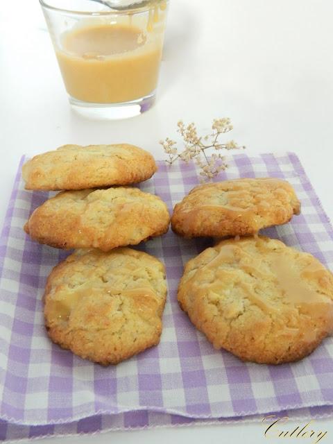 Jablkové cookies s toffee sauce