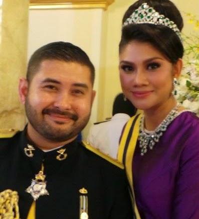 4 Gambar Aksi mengejutkan Tengku Mahkota Johor TMJ Cik Puan Khaleeda curi tumpuan Di Majlis Makan Malam Diraja