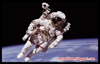 4 Kisah Mengerikan Dari Para Astronot - raxterbloom.blogspot.com