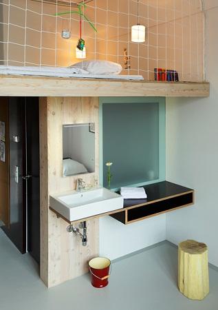 hotel michelberger dise o interior con material reciclado. Black Bedroom Furniture Sets. Home Design Ideas
