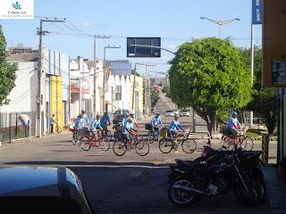 Romeiros chegam de bicicleta a Juazeiro do Norte.
