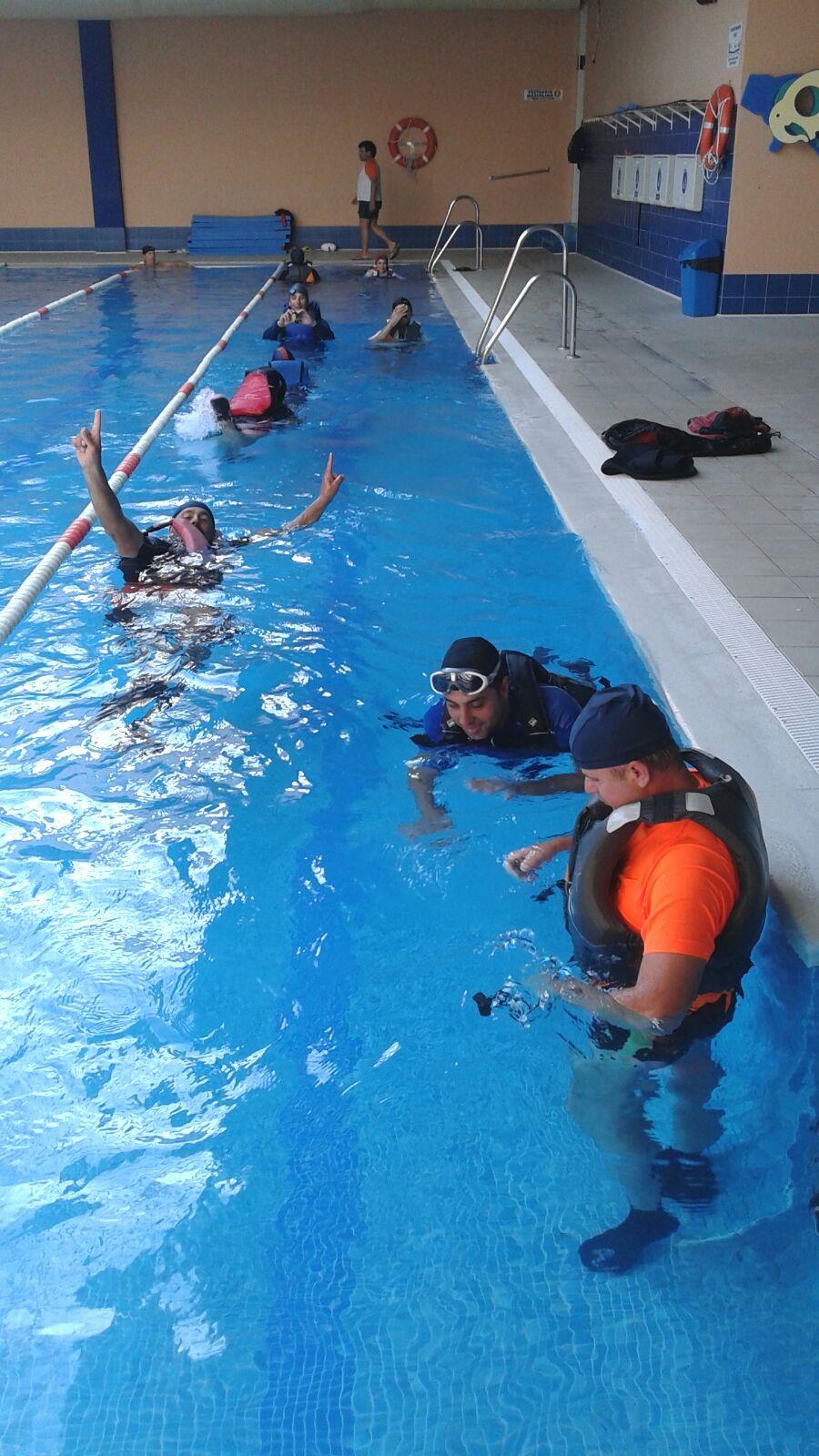 Sanfernandokayak curso de rescate en piscina 2015 for Piscina san fernando