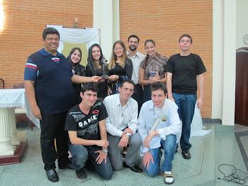 Padres: Paulo Pedro, Amauri, Seminarísta Valério e grupo de Jovens
