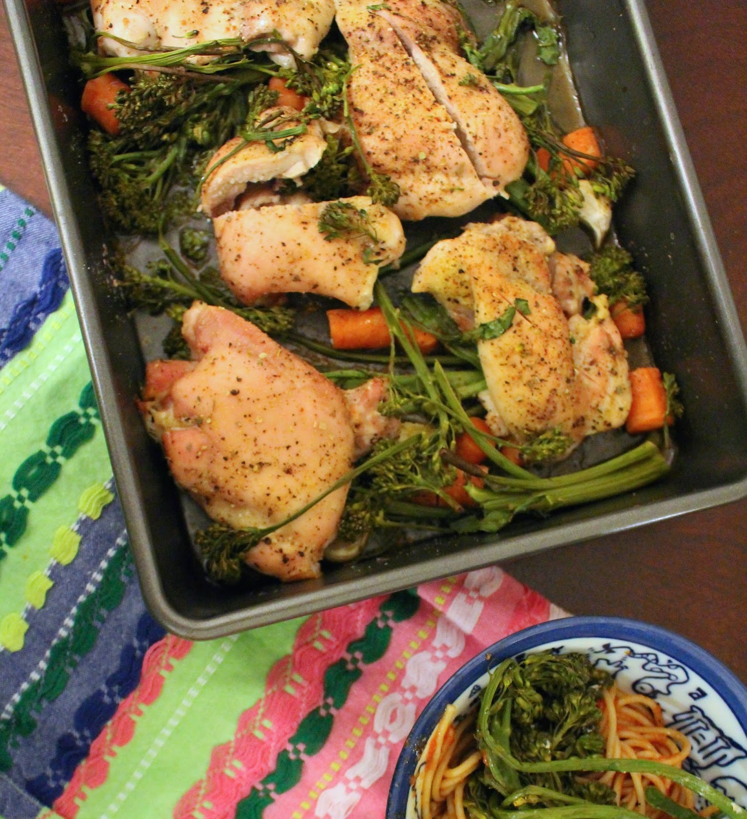 One tray dinner, baked chicken with broccoli rabe carrots and garlic, 30 minute meal, that working life, www.thatworkinglife.com
