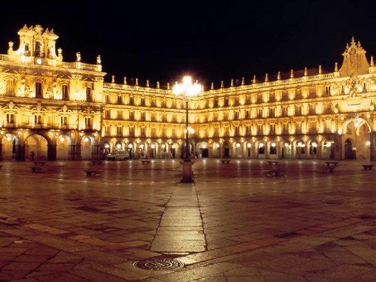 Noche amigo pecho grande cerca de Salamanca