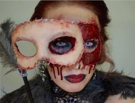 La máscara para la persona con la aspirina y la miel contra las arrugas